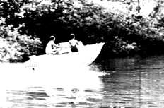 Motorboot in derRheidter Laach
